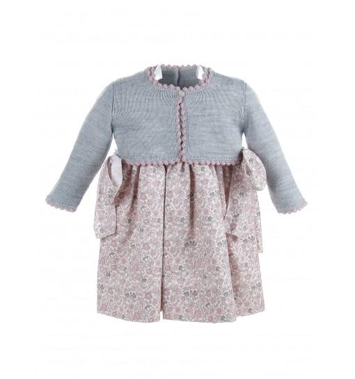 Conjunto de vestido de lana con chaqueta gris y falda estampada en rosa