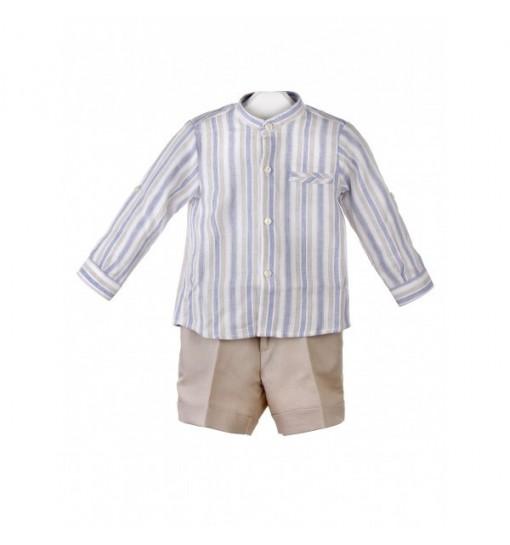 Conjunto de camisa de rayas blancas,azules y beige y pantalón beige