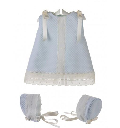 Vestido y capota para bebé de piqué y entredos de batista beige