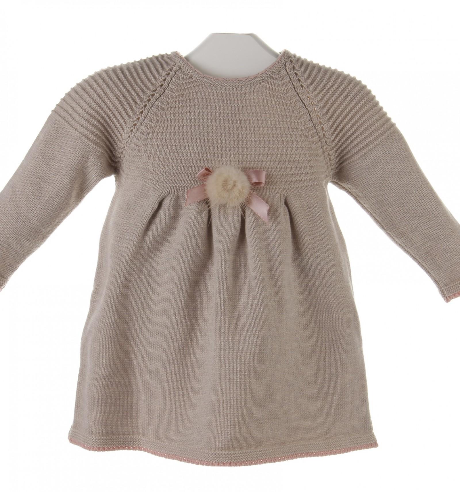 e8b79bd5d Vestido de lana para bebé con adorno de visón