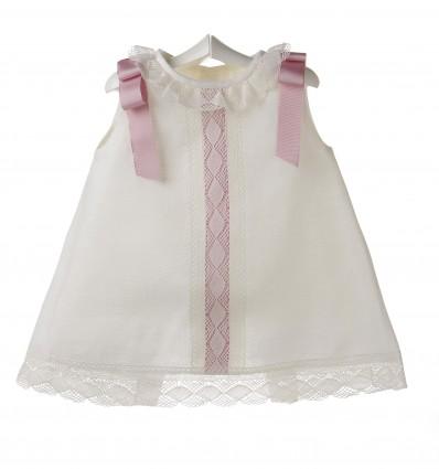 Vestido para bebé de lino marfil con bolillo