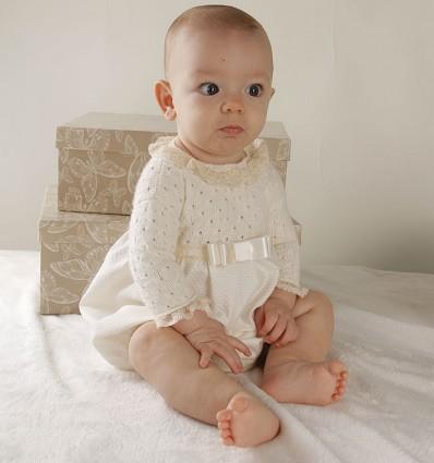 Ranita de ceremonia y bautizo para bebé con cuerpo de lana