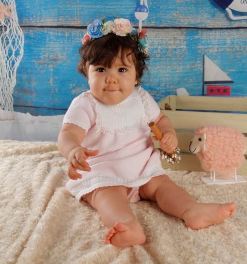 Vestido de bebé con canesú de ochos ... 8f8f488abd1c