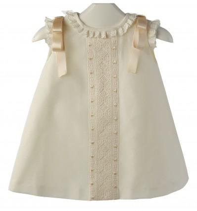 Vestido para bebé de batista organdizada y entredos de batista suiza