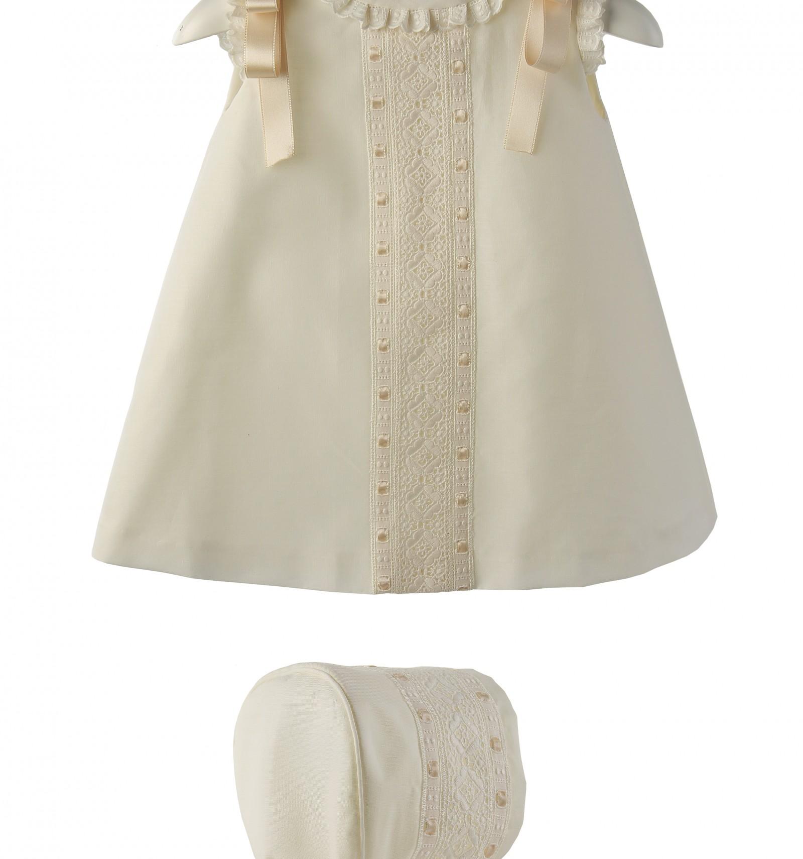 d95223a43 Conjunto para bebé de vestido y capota de batista organdizada y entredos