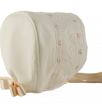 Capota para bebé batista organdizada y entredos de batista bordada