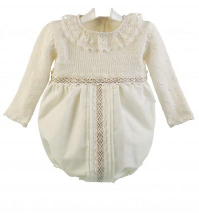 Ranita de ceremonia y bautizo para bebé con cuerpo de lana merino y bolillo