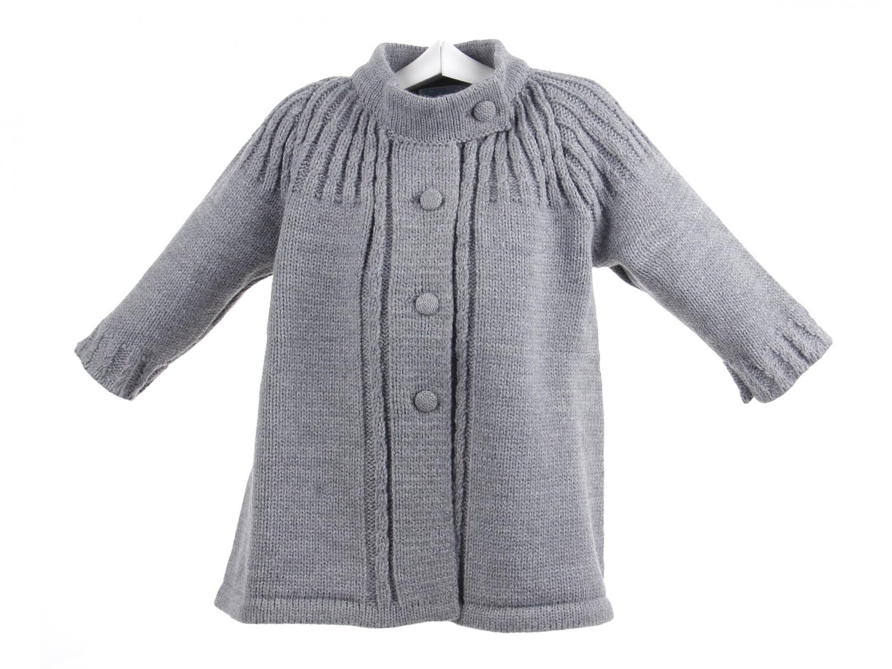 Abrigo para bebé de lana con canesú de ochos