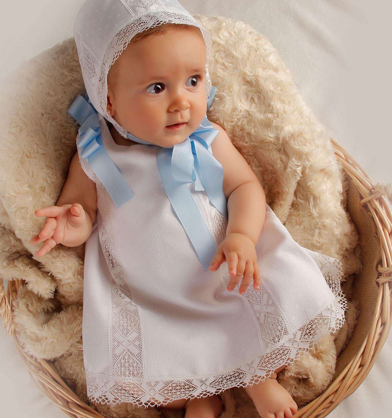 Vestido de ceremonia y bautizo de piqué con bolillo