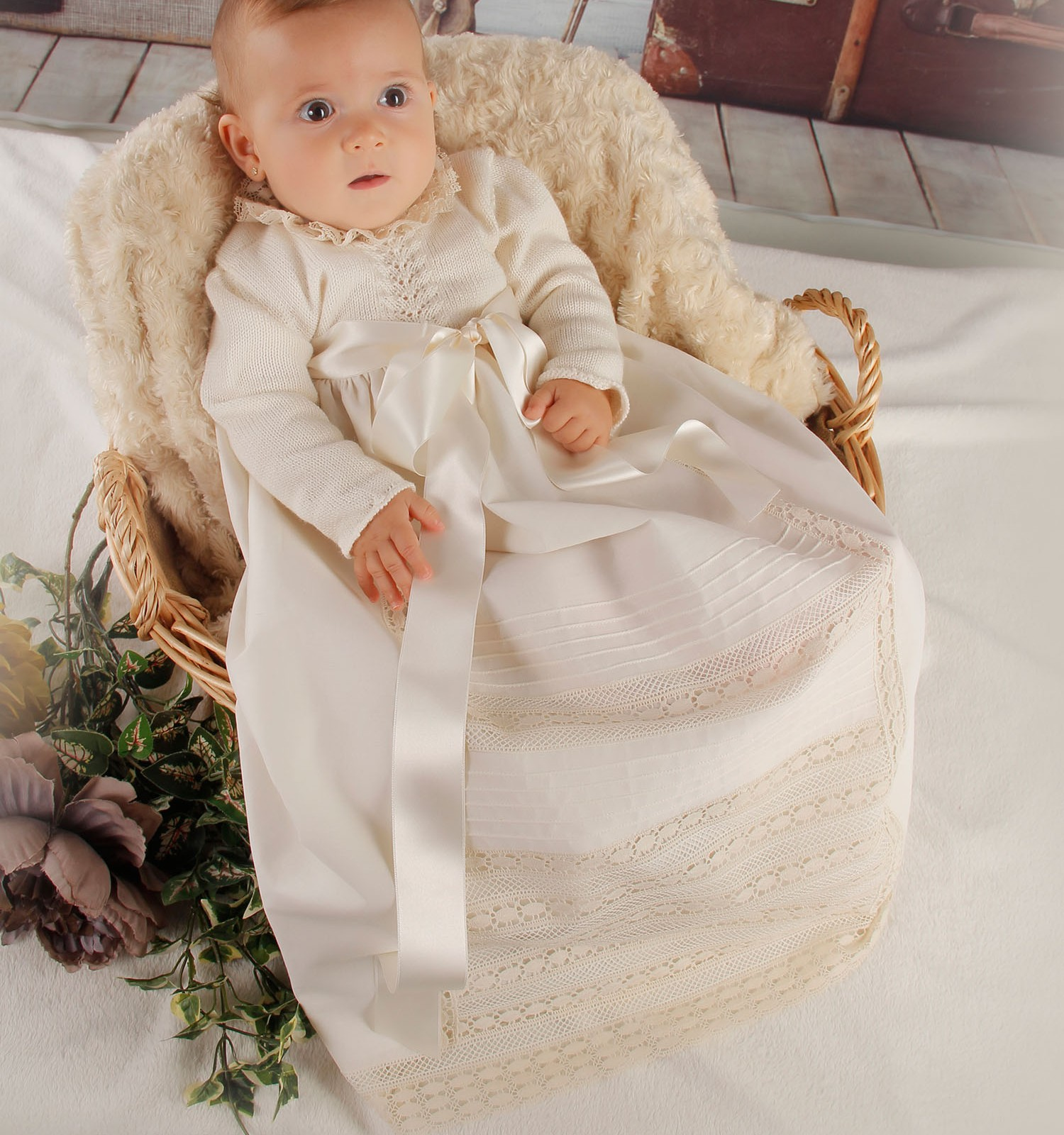 Faldón bebé lana merino calados central y batista organdizada