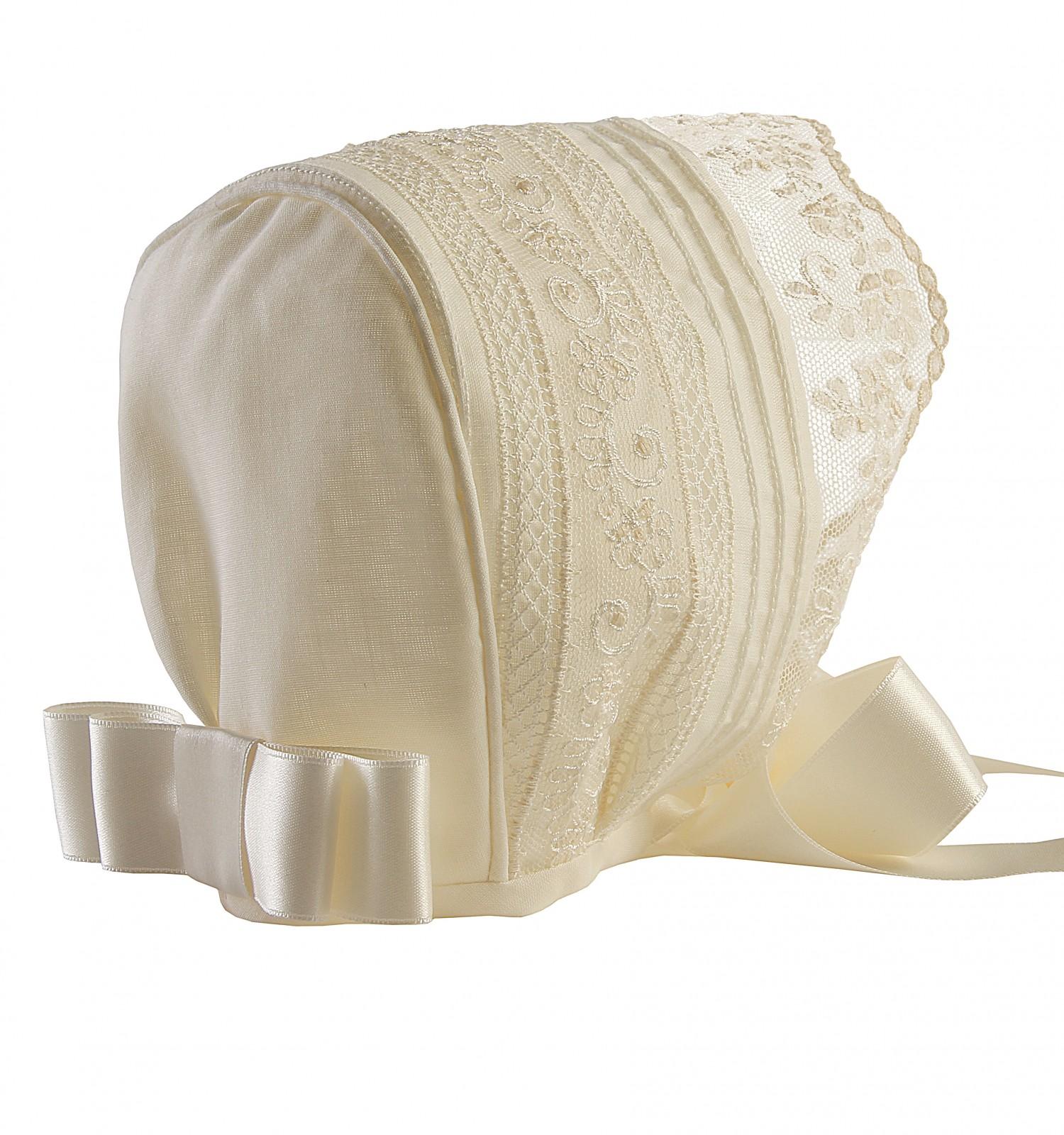 Capota de ceremonia y bautizo con jaretas, entredoses y puntilla