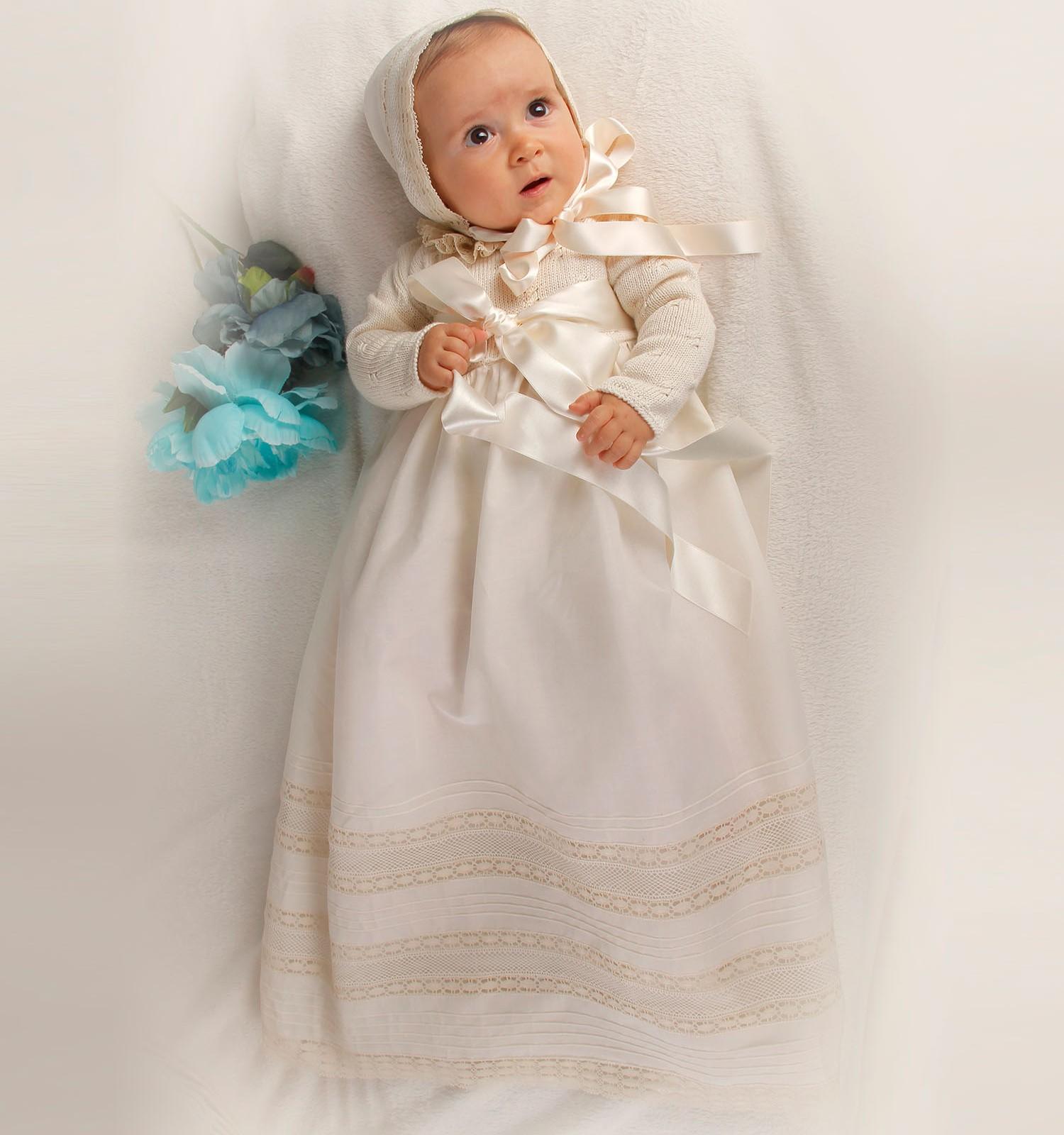 Faldón bebé lana merino en ochos y batista organdizada