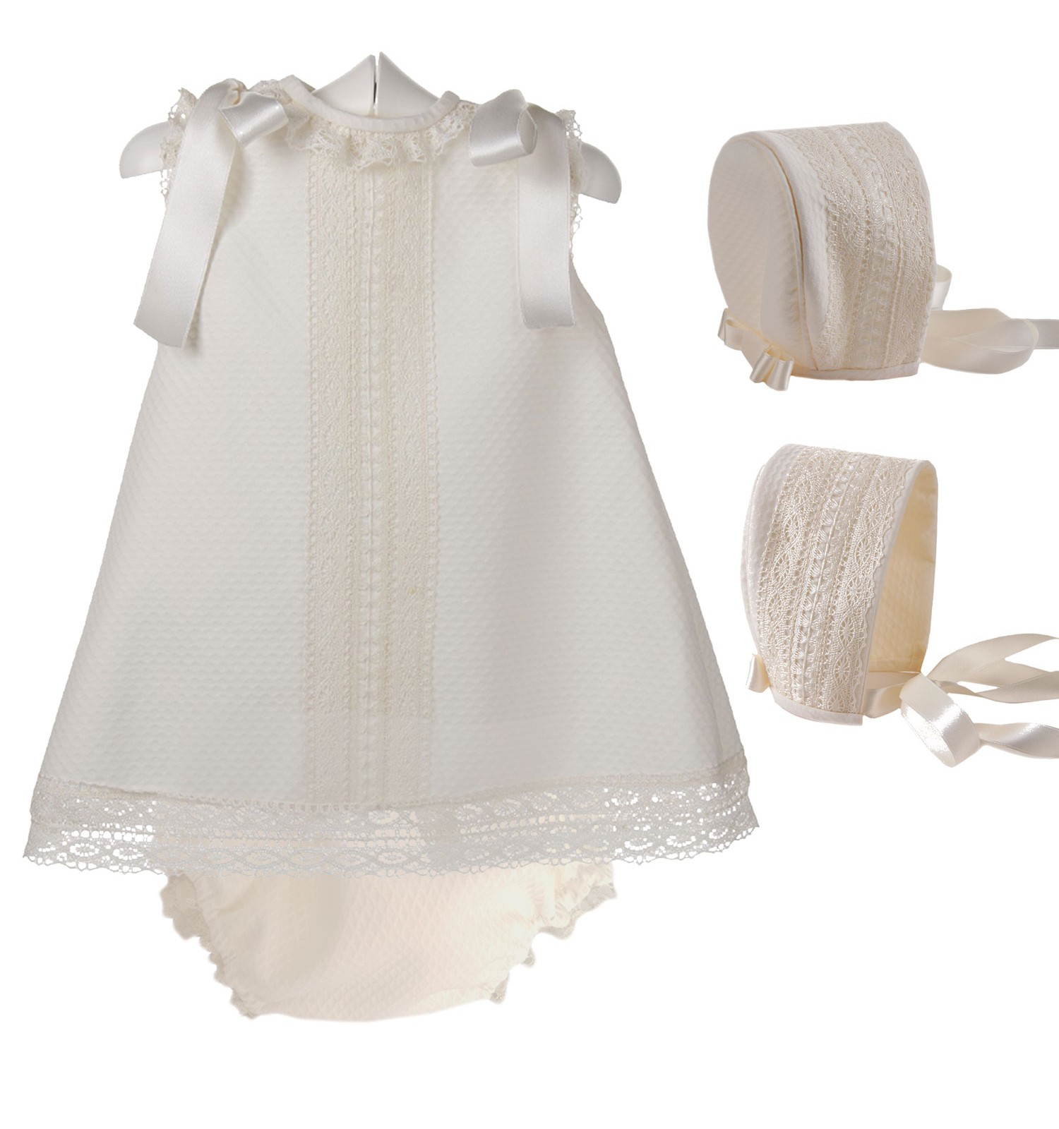 Conjunto vestido, braguita y capota de piqué para bebé de piqué con entredoses de bolillo