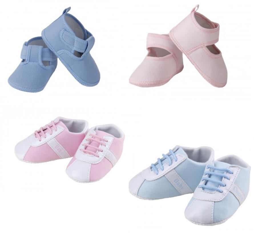 03511a0ef5f45 En Pequesybebés podrás encontrar calzado infantil de excelente calidad.  Tenemos a la venta online zapatos de tela en azul y rosa así como  deportivas para ...